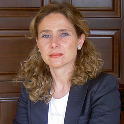 Doctora Fau -  Dra. Renata Fau Cubero - Clínica Oftalmológica Dr. Fau